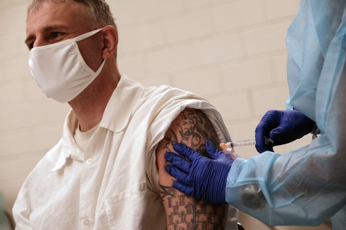 8 mitos de la vacuna contra el COVID-19 descritos por expertos
