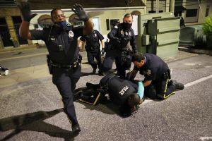 Juez rechaza divulgación inmediata de videos del asesinato de Andrew Brown a manos de la Policía en Carolina del Norte