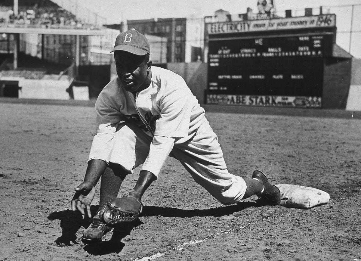 Hace 74 años Jackie Robinson rompió la barrera racial en la MLB