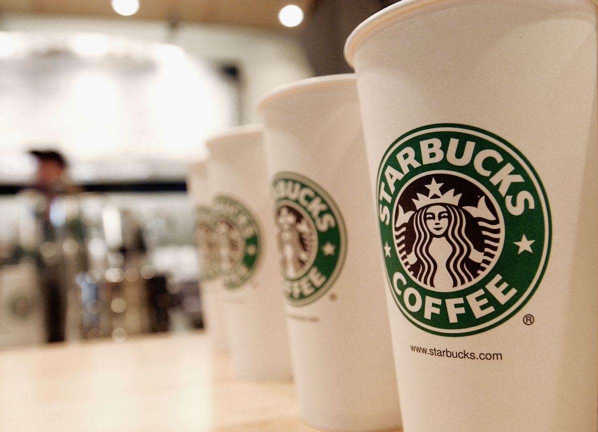 Starbucks afirmó que cada taza reutilizable podrá sustituir hasta 30 vasos desechables.