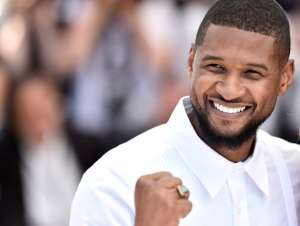¿Usher usó billetes falsos en un club de striptease de Las Vegas?
