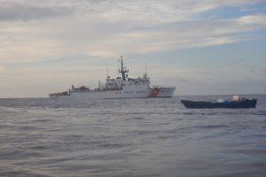 Guardia Costera propina golpe de $140 millones al narco al incautar droga en barco