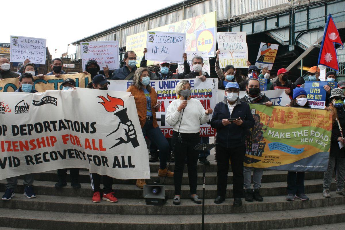 """Trabajadores inmigrantes esenciales de Nueva York se unieron a exigencia nacional de """"un camino a la ciudadanía"""""""