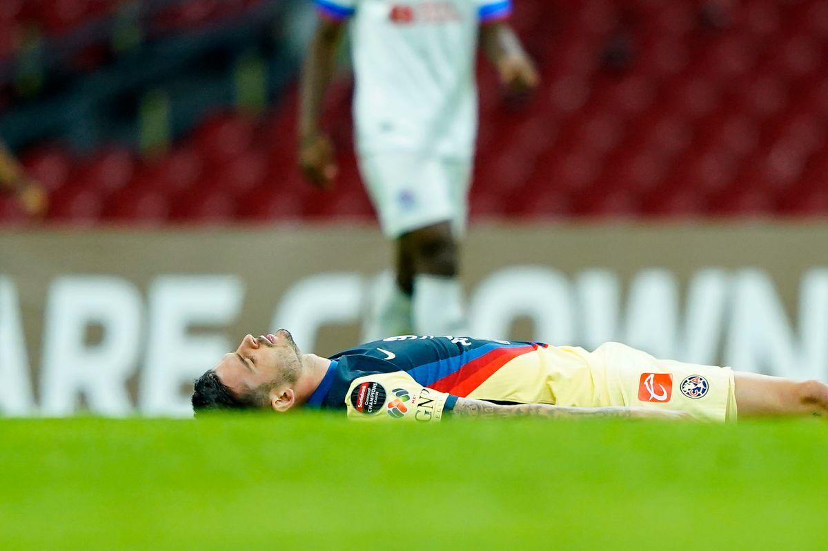 Nicolás Benedetti, golpe durante el juego de vuelta de los Octavos de Final de la Liga de Campeones de la Concacaf 2021.