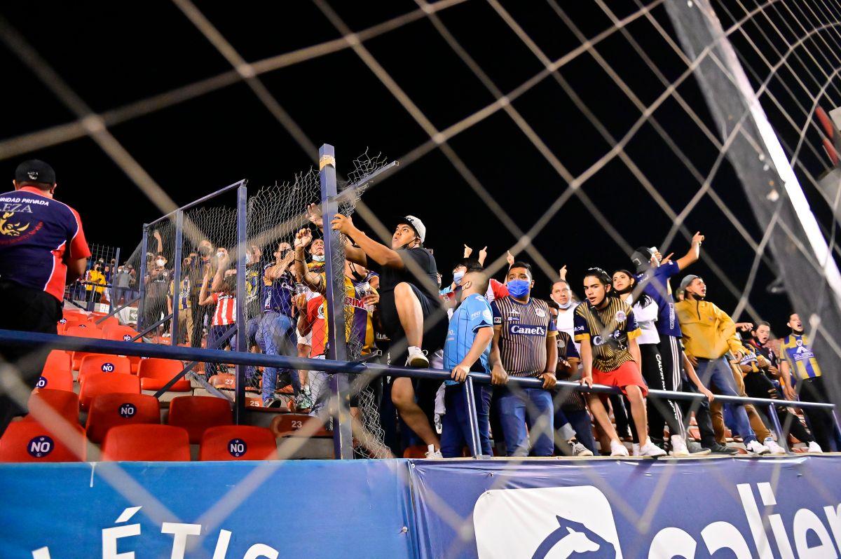 ¡Terrible! Afición de Atlético San Luis causa destrozos en el estadio tras caer estrepitosamente contra Pachuca