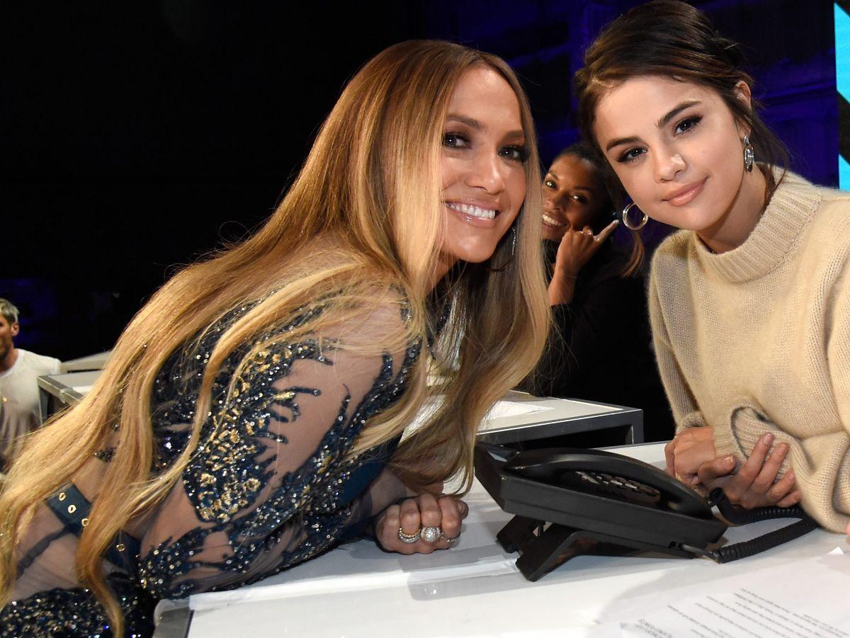 Selena Gómez y Jennifer López se unen en concierto para promover las vacunas