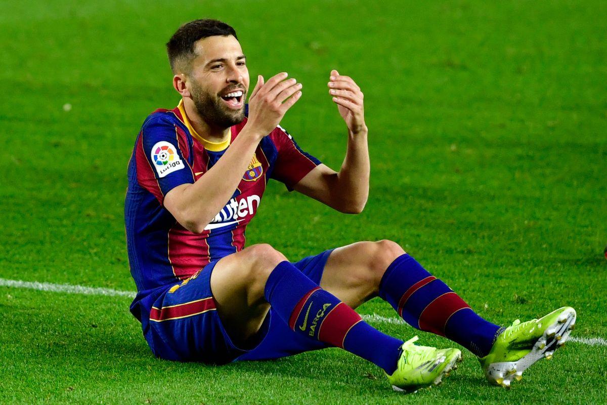 Frustración tras El Clásico: encontronazo entre Jordi Alba y Piqué