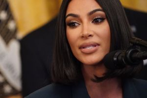 Kim Kardashian enloquece al descubrir su inesperada conexión con la serie 'Bridgerton'