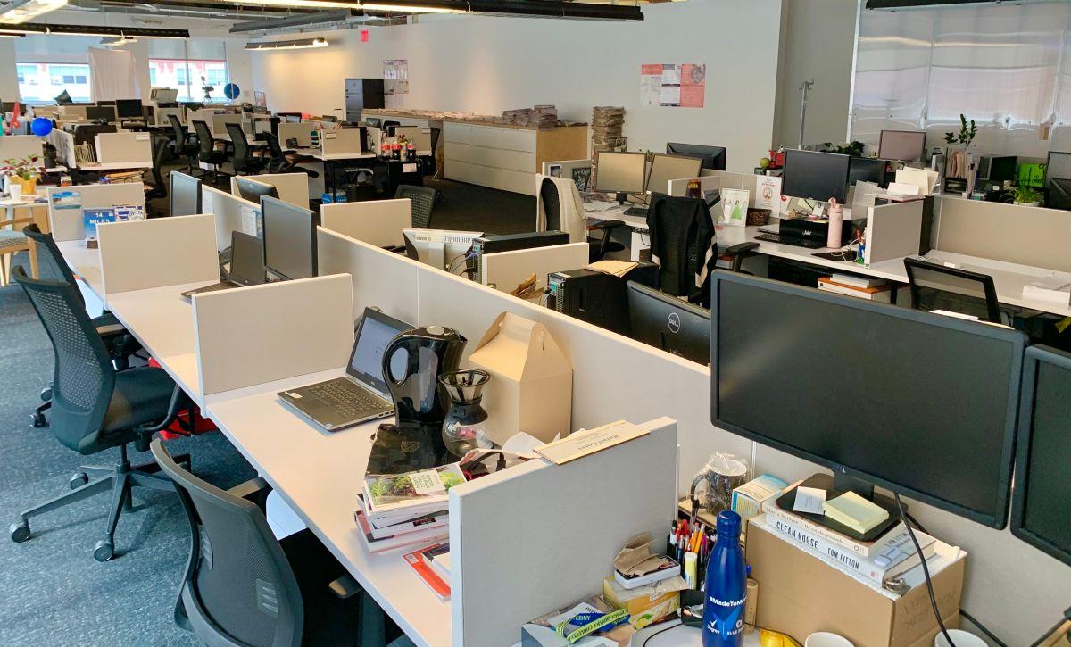 Gobernador aumenta al 75% el límite de capacidad de empleados en oficinas en Nueva York