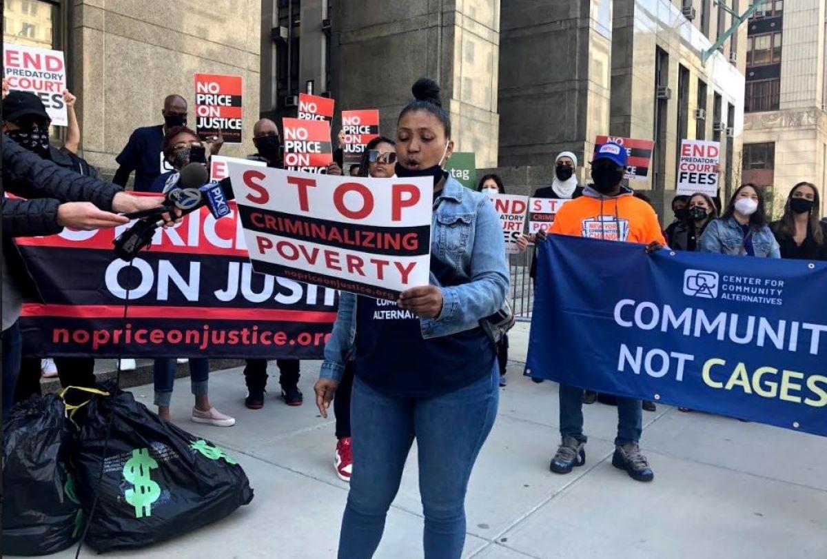 Piden pasar ley que elimina tarifas judiciales predatorias y acabar así con la 'criminalización de la pobreza'