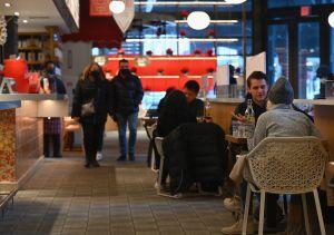 Aumentan al 75% la capacidad en espacios interiores de los restaurantes en la ciudad de Nueva York