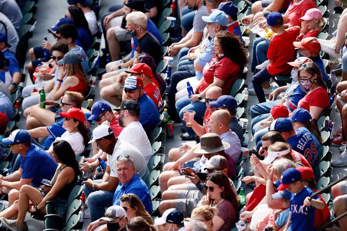 ¡Emocionante! Texas Rangers juega frente a 40,000 mil personas