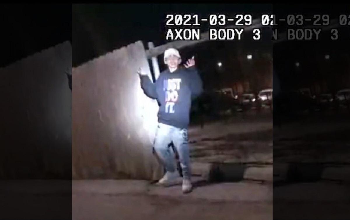 Policía publica videos de cómo le disparó a muerte a joven latino Adam Toledo en Chicago