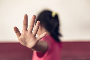 La intérprete de señas que descubrió en su escuela cómo un pastor abusaba de una de sus alumnas