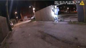 Así murió Adam Toledo: el momento en el que un policía de Chicago persiguió y disparó al joven de 13 años