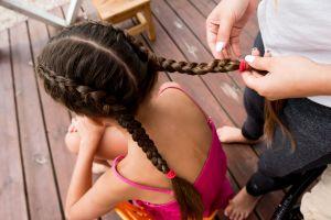 """Niña de 11 años de Texas es suspendida de la escuela por su peinado """"políticamente incorrecto"""""""