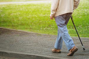 El conmovedor reencuentro de un anciano con Alzheimer tras caminar más de 1,200 millas para volver a ver a su hijo