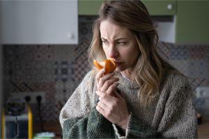 Recuperados de COVID: sienten los olores de la comida pero distorsionados