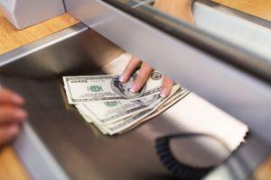 Arrestan a mujer en Nueva Orleans por negarse a devolver $1,2 millones que le fueron depositados por error