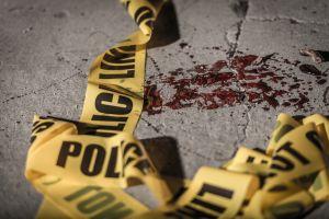 Asesina al amante de su esposa al descubrir infidelidad y la obliga a decapitarlo