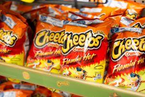 Niño encuentra una bala al interior de bolsa de Cheetos