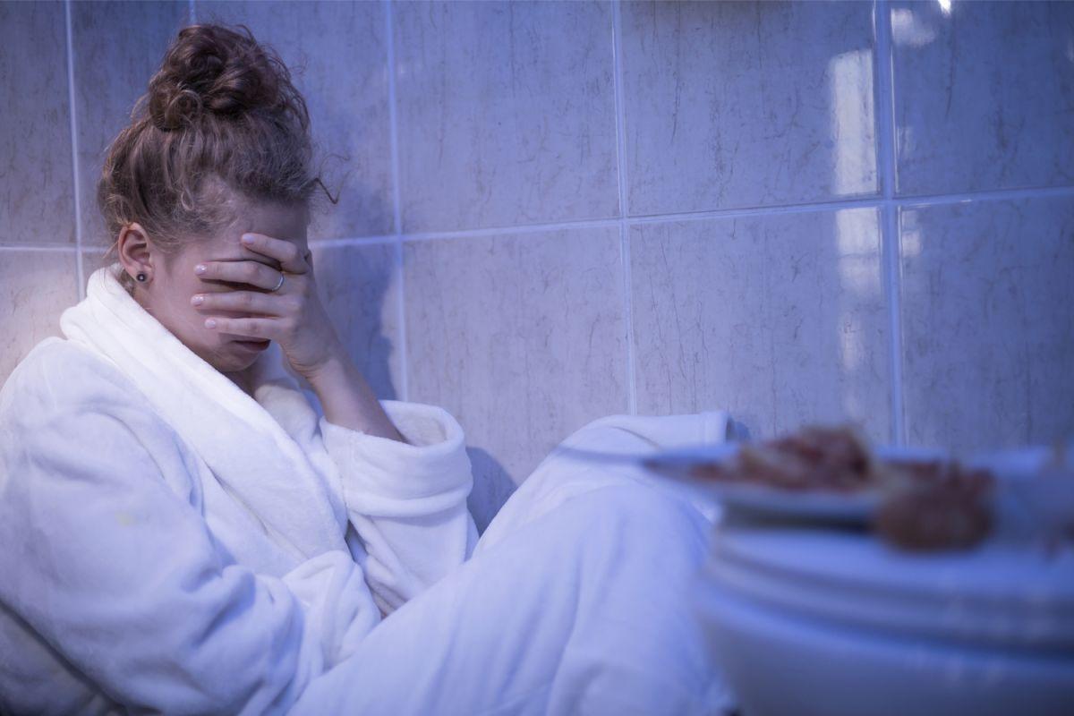 Se cree que la ingesta compulsiva de alimentos se debe a que es una vía de escape a los problemas, o al menos una distracción para lidiar con ellos