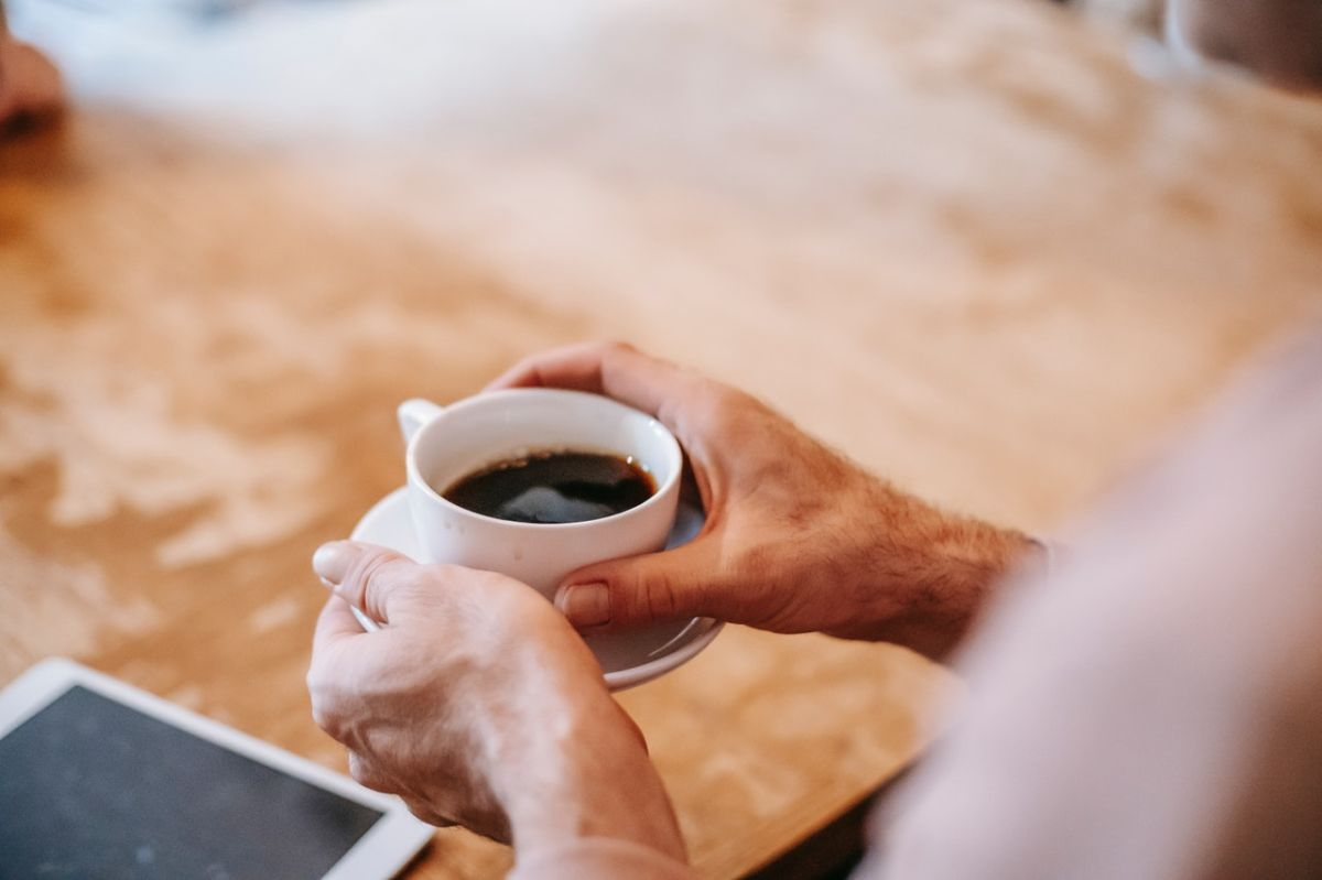 Un excesivo consumo de cafeína puede afectar la calidad del sueño, lo cual conduce a diversas afecciones en el funcionamiento cerebral.