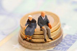 Detienen a mujer que continuó cobrando la pensión de su suegra que murió hace 18 años
