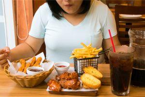 ¿Comes de manera descontrolada? Descubre qué es el Trastorno por Atracón