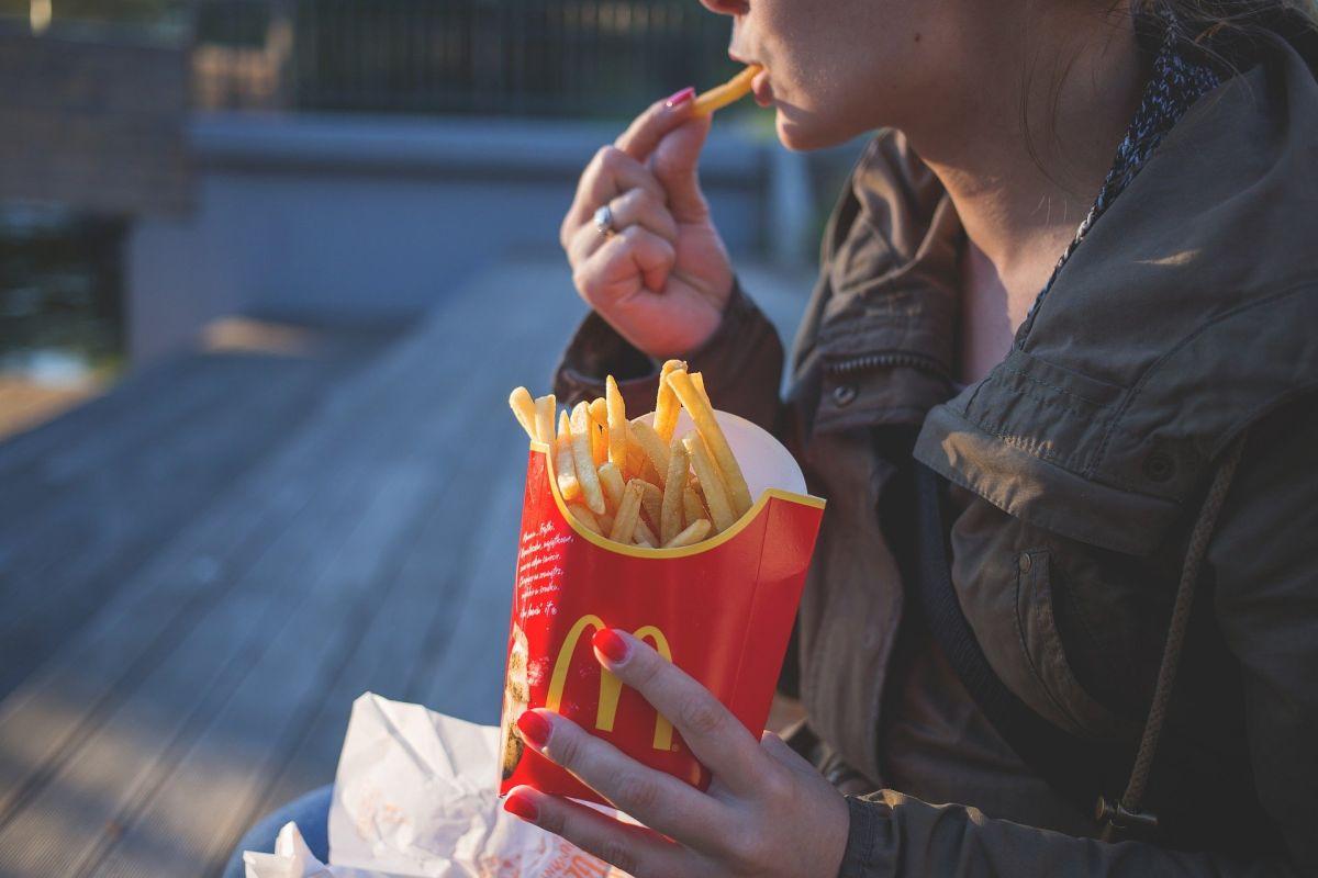 Los 6 más graves efectos secundarios de comer comida rápida con regularidad