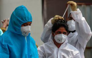 ¿Qué tan agresiva es la variante india de coronavirus y por qué se sabe tan poco sobre ella?