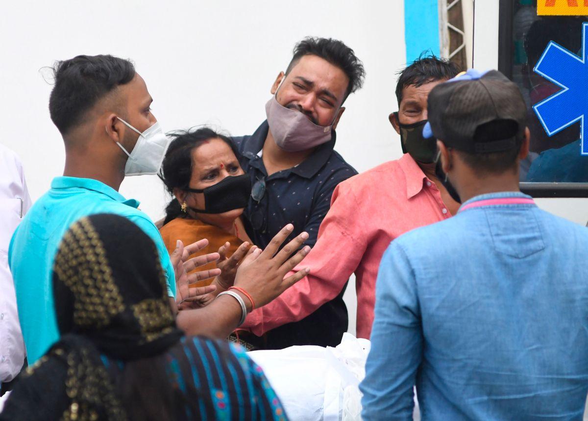Impactantes imágenes de los crematorios en las calles de India por coronavirus