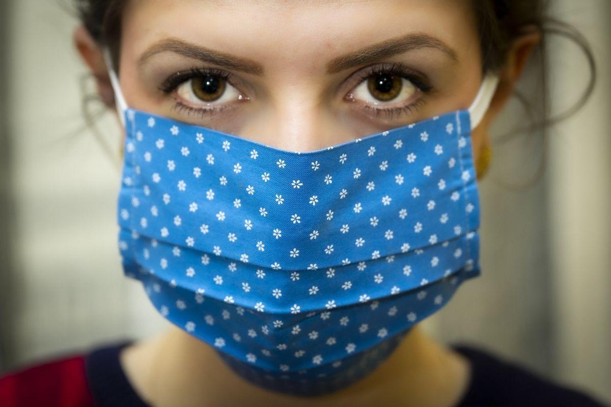 COVID-19 está enfermando a más personas con estas características, advierten los CDC