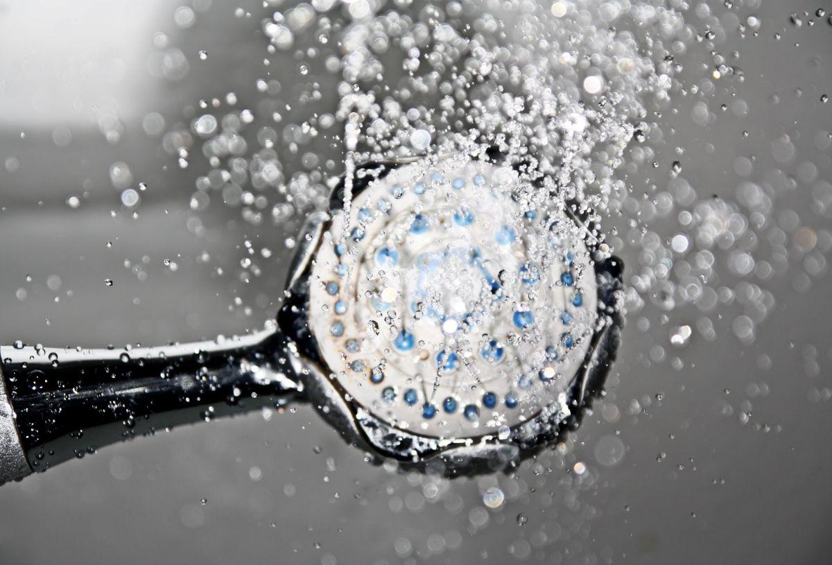 Estudio comprueba que la gente se ducha menos desde que inició la pandemia (y por qué es bueno para la salud)