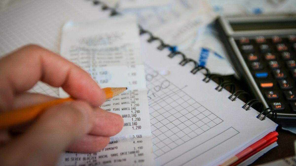 IRS pide que uses tu estado civil correcto para declarar impuestos y evitar sorpresas