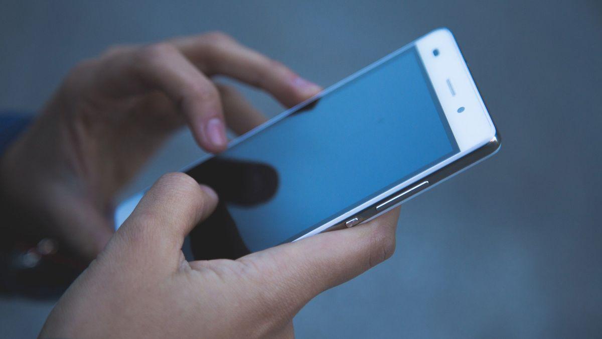 Roban $32 millones de dólares a anciana de 90 años de Hong Kong en una estafa telefónica