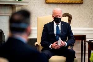 """Biden está rezando por el veredicto """"correcto"""" en juicio por asesinato de George Floyd en Minneapolis"""