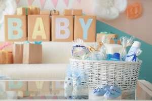 Como la quinceañera Rubí: Pareja de California causa sensación por invitación a Baby Shower por rifar productos Louis Vuitton y Gucci