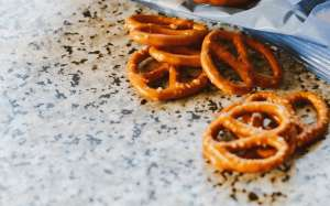 Modelo queda cuadripléjica por reacción alérgica a un pretzel