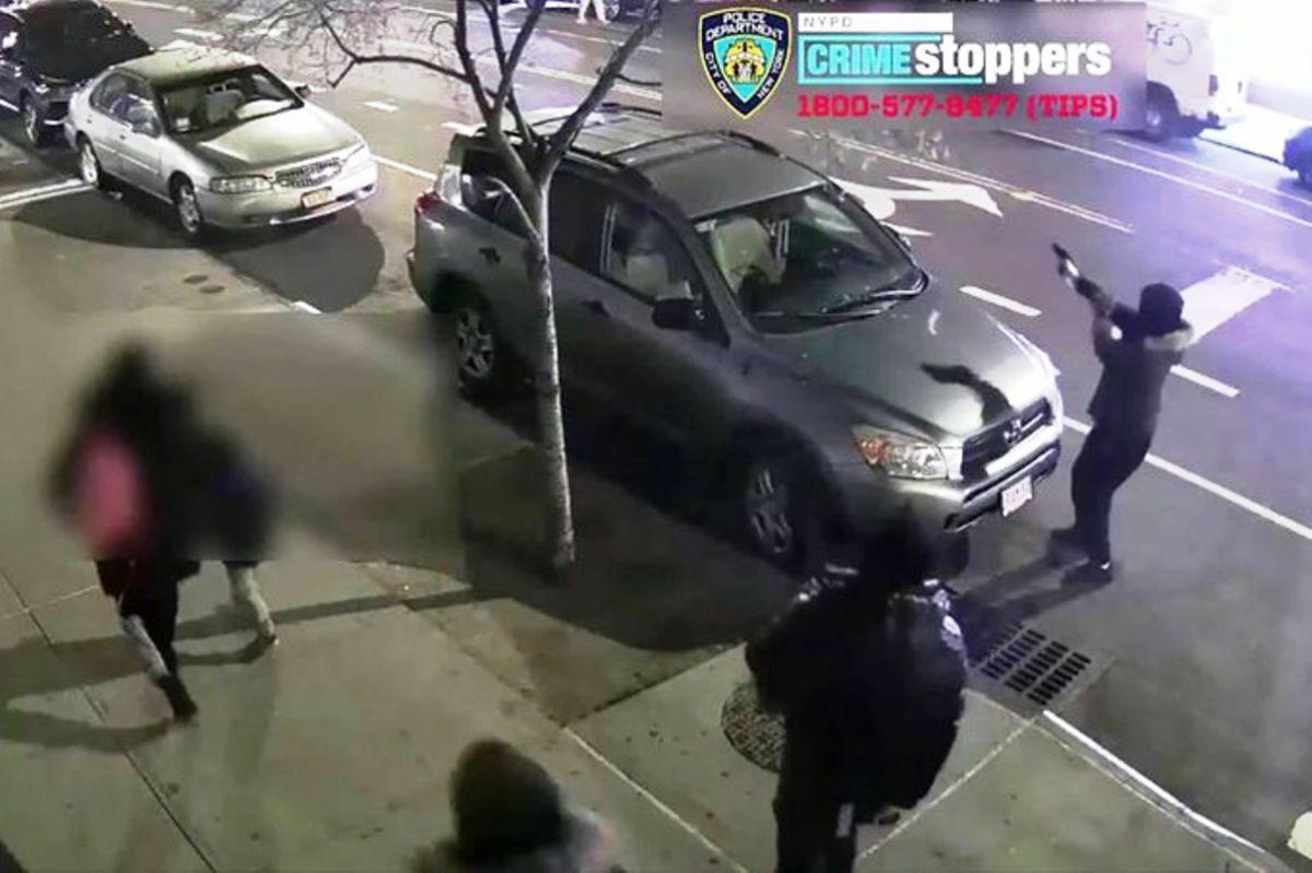 Video captó tiroteo frente a un niño y otros peatones en plena calle de Nueva York