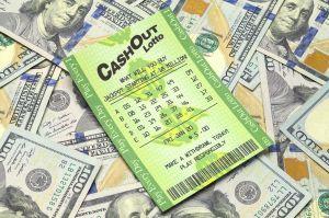 Le compra a su sobrino el billete con el que ganó la lotería y le exige parte del premio
