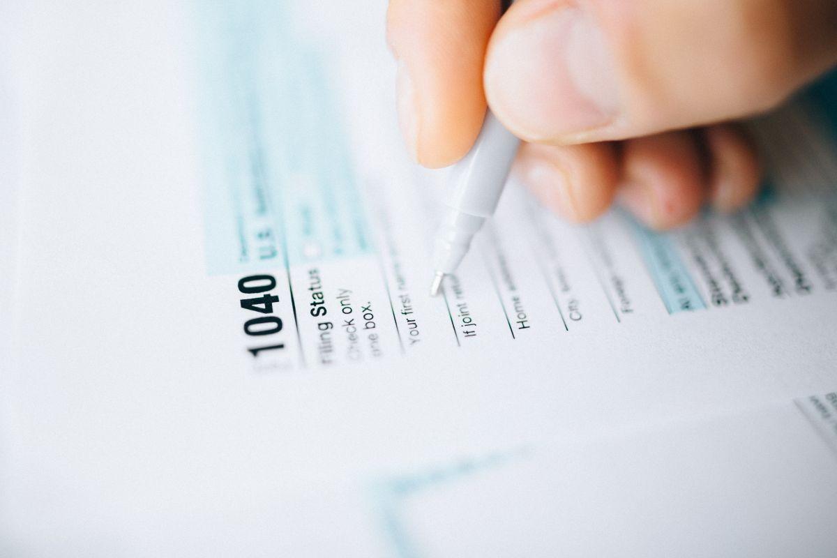 Tercer cheque de estímulo: IRS alerta a beneficiarios de programas gubernamentales a reclamar pagos extra por dependientes