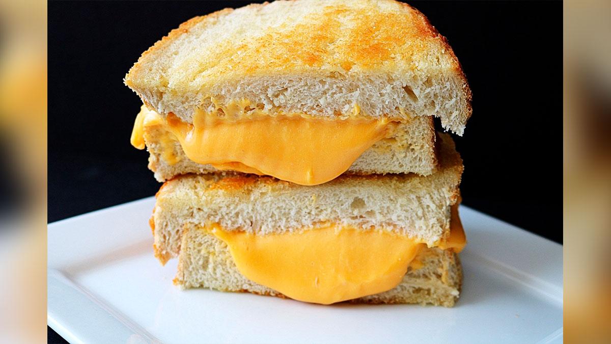 Kraft regala incienso con olor a sándwich de queso a la parrilla este Día Nacional del Sándwich de Queso