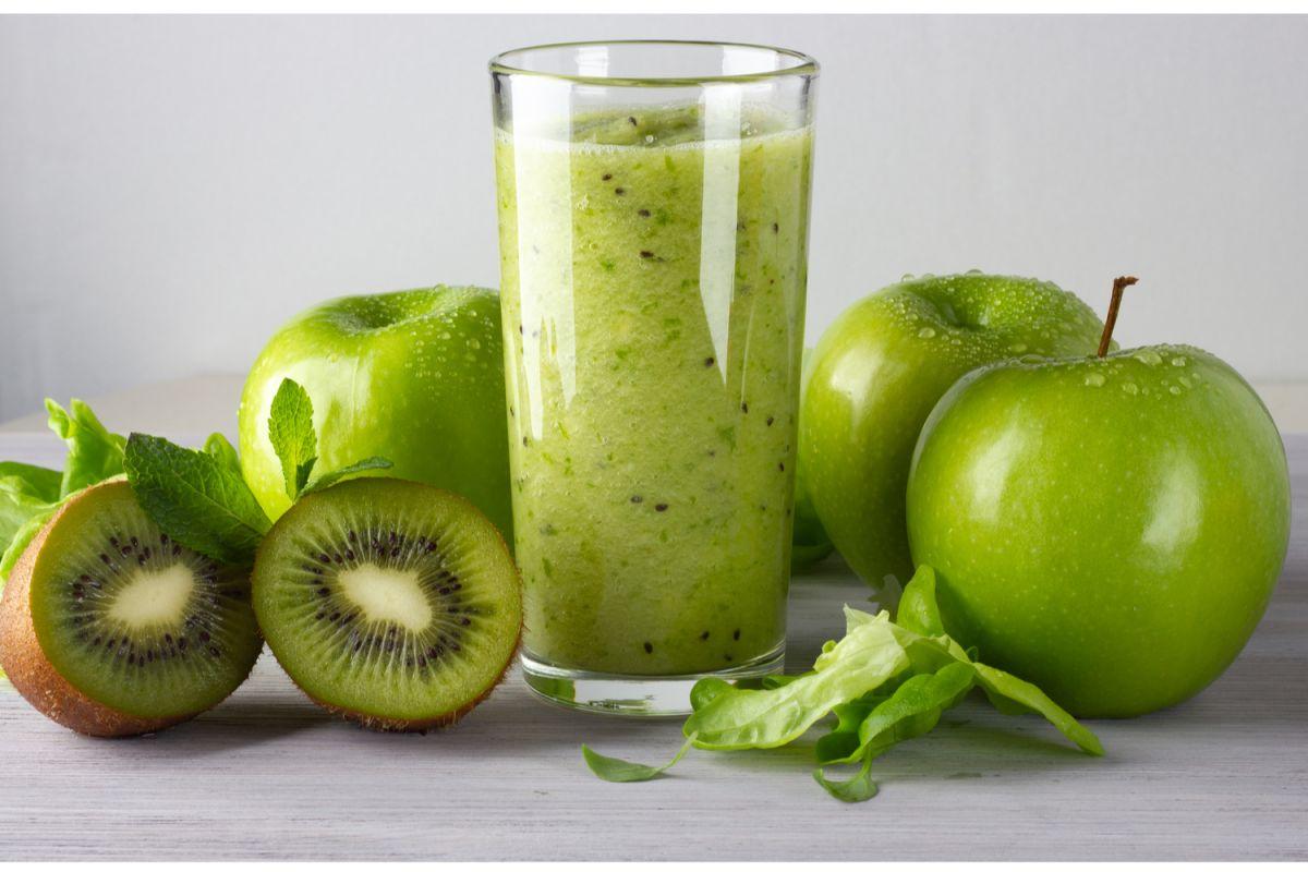 6 jugos verdes con manzana para quemar grasa y saciar el apetito