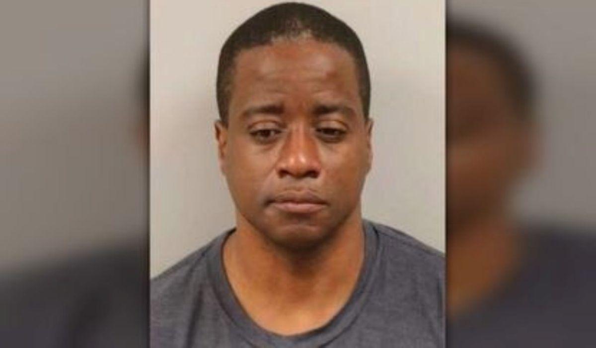 """Arrestan a policía """"héroe"""" de Nueva Jersey por abuso sexual de un menor"""