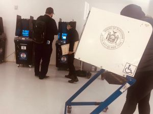 Legislatura Estatal aprueba una consulta popular que facilitaría el acceso de votantes a elecciones de Nueva York