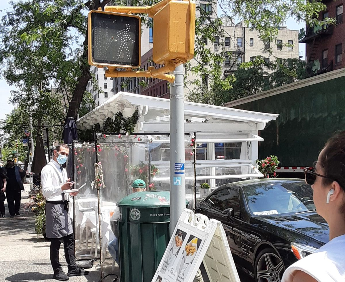Hay 8,500 menos puestos de estacionamiento en Nueva York por expansión de restaurantes en las calles: unos ganan, otros sufren