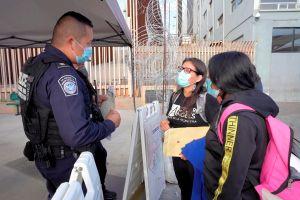 Abogada 'dreamer' ayuda a decenas de inmigrantes a volver a Estados Unidos