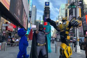Concejo Municipal busca 'arrinconar' a los muñecos de Times Square tras pandemia del COVID-19