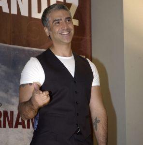 """Supuesto escort contratado por Alejandro Fernández habría salido herido después de """"un encuentro sexual"""" con el cantante"""